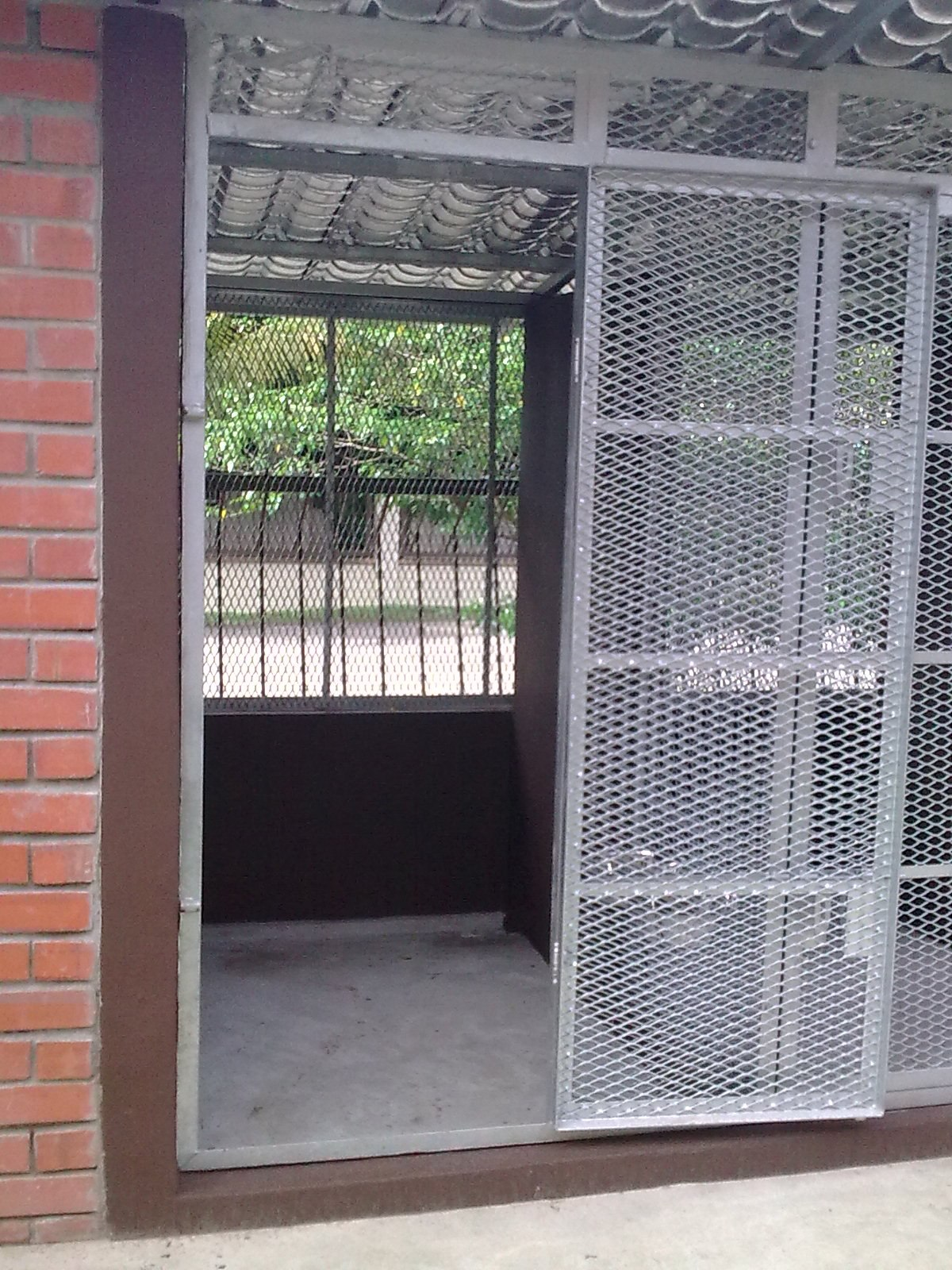 Safe and spacious cage